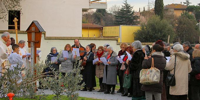 Statio beim Bildstock, bei dem schon Pater Kentenich gebetet hatte  (Foto: Ali Sol)