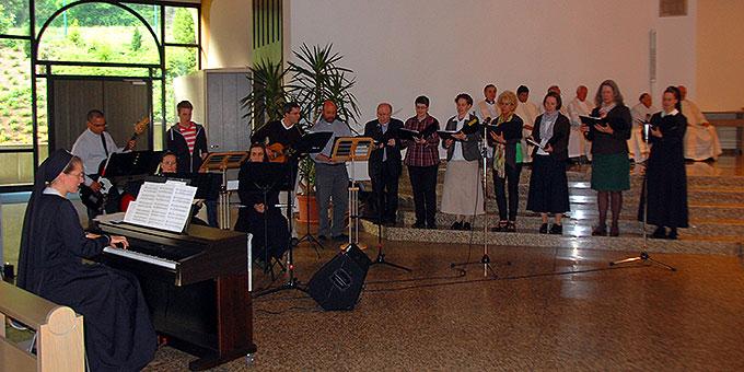 """Bündnisgottesdienst mit """"Jubiläumschor"""" in der Pilgerkirche (Foto: Brehm)"""