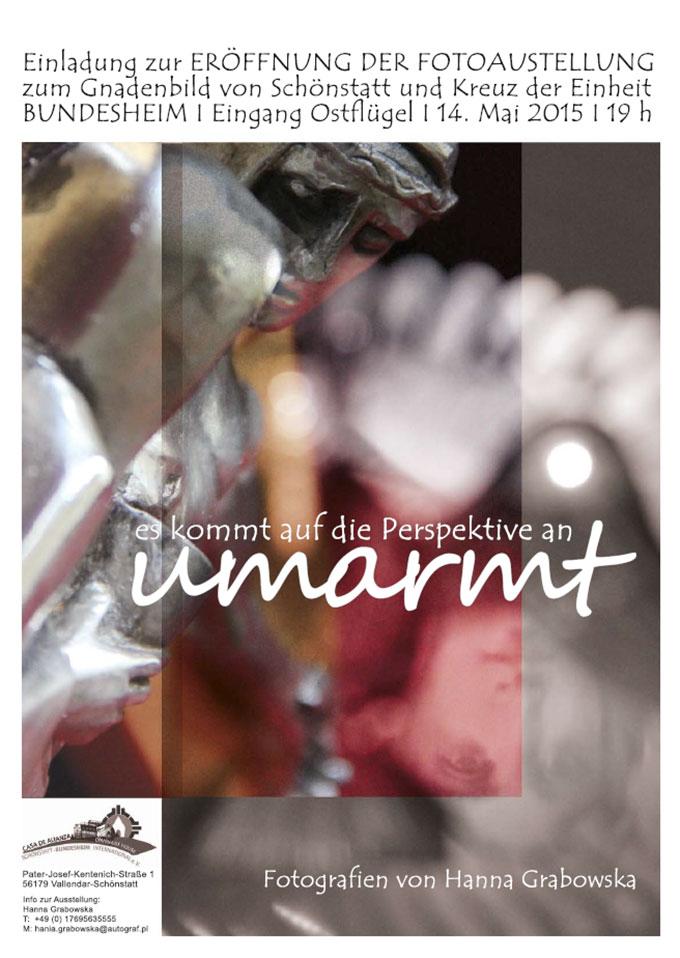 """Plakat zur Fotoausstellung """"Umarmt"""" (Layout: Grabowska)"""