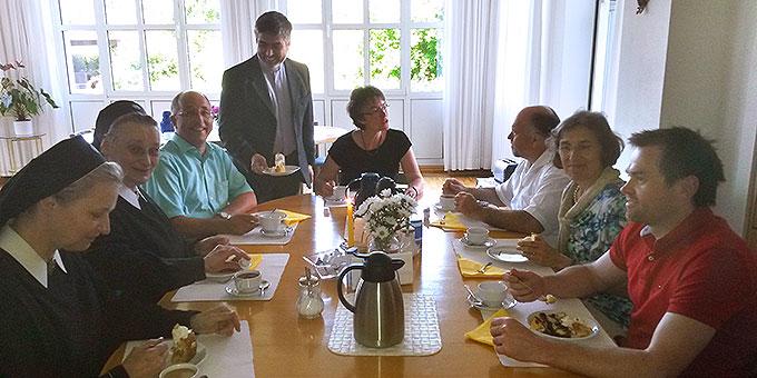 Pater Raúl Espina hatte das Team ins Vaterhaus der Schönstatt-Patres zum Essen eingeladen  (Foto: Schulte)