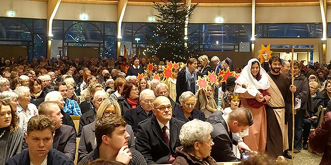 1.600 Gottesdienstteilnehmer feiern den Heiligen Abend in der Pilgerkirche in Vallendar-Schönstatt (Foto: Pilgerzentrale)