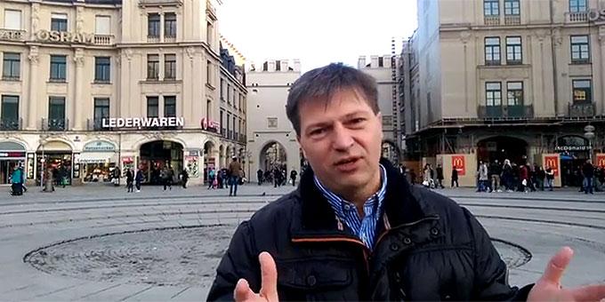 Einladung zur Kundgebung von Miteinander für Europa: Gerhard Kehl, Jordan Stiftung, auf dem Stachus in München (Foto: VideoAusschnitt)
