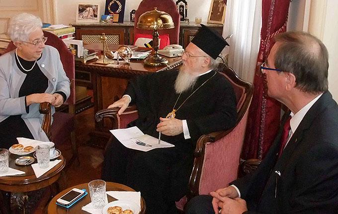 Maria Voce, Fokolar-Bewegung und Gerhard Proß, CVJM Esslingen bei Patriarch Bartholomäus I. (Foto: privat)