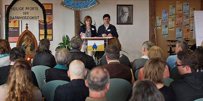 Begrüßung zum Tag für Paare und Familien auf dem Canisiushof (Foto: Straubmeier)