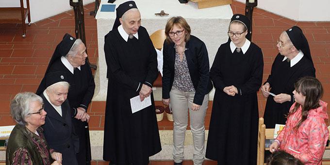 Schönstätter Marienschwestern übernehmen Gebetspatenschaften für die Familien (Foto: Straubmeier)