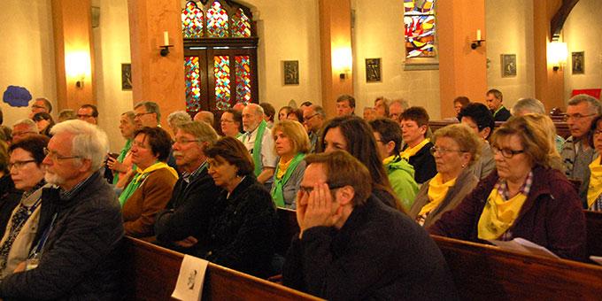 Etwa 60 Paare sind zum Segnungsgottesdienst gekommen (Foto: Brehm)