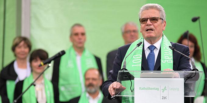 Bundespräsident Joachim Gauck spricht vor etwa 10.000 Menschen (Foto: Deutscher Katholikentag, Benedikt Plesker)