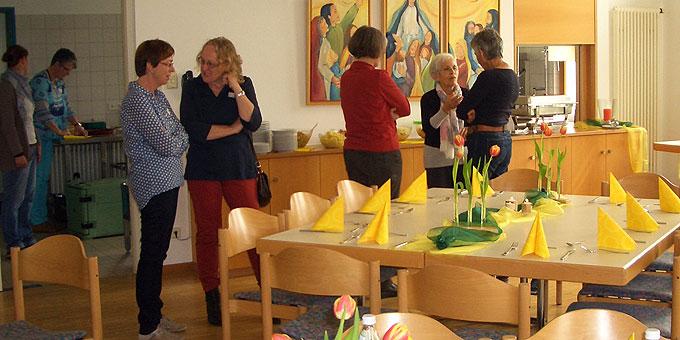 Anregende Gespräche und Begegnungen (Foto: Ruckgaber)