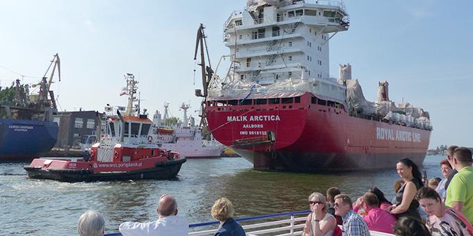 Schiffart durch die Danziger Werft (Foto: A. Busch)