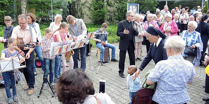 Die Familien-Band spielt auch beim königlichen Ausklang (Foto: SAL)
