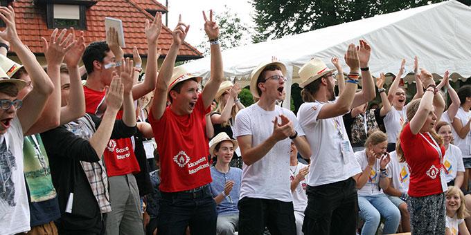 Fröhliche Weltjugendtagspilger auf dem Gelände des Schönstatt-Zentrums in Zarbrze  (Foto: Bersch)