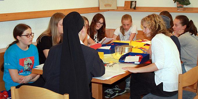 Intensive Vorbereitungen für das Freudenfest (Foto: Hartmann)