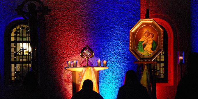 """Anbetung bei der """"Nacht des Heiligtums"""" (Foto: Brehm)"""