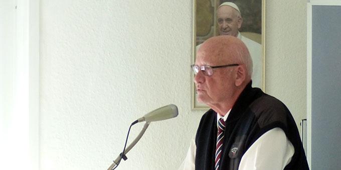 Diözesanleiter Dieter Große-Böckmann begrüßt die Festgäste (Foto: Albert Busch)