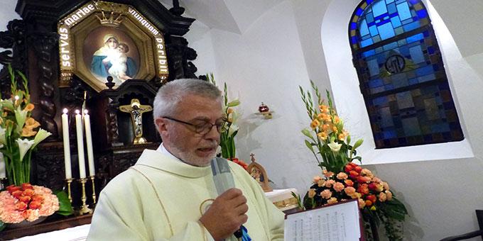Gebetszeit im Heiligtum (Foto: Albert Busch)