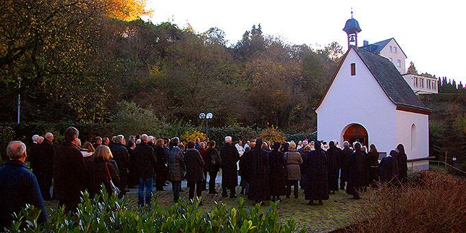Statio vor dem Kanaan-Patris Heiligtum (Foto: Brehm)