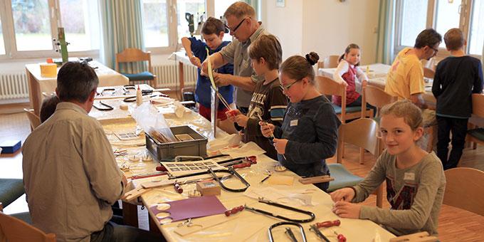 Kinder beim Kreativ-Angebot (Foto: Fischer)