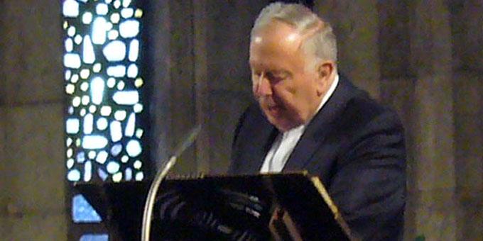P. Dr. Lothar Penners führt in das Anliegen des Abends ein (Foto: Wehrle)
