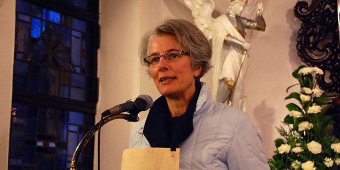 Schwester M. Vernita Weiß begrüßt die Teilnehmer (Foto: Brehm)