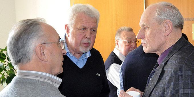 Anregende Pausengespräche (Foto: Männerliga)