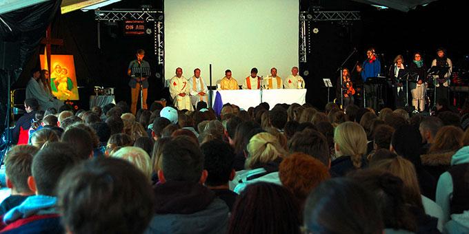 Schlussgottesdienst im NdH Festzelt (Foto: Brehm)