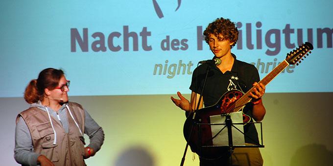 Ein origineller Liedbeitrag zur Vorstellung des Kernteams (Foto: Brehm)