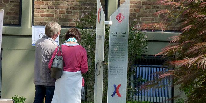 Viele Paare nutzten die Stationen um über ihren persönlichen Weg nachzudenken (Foto: Leibold)