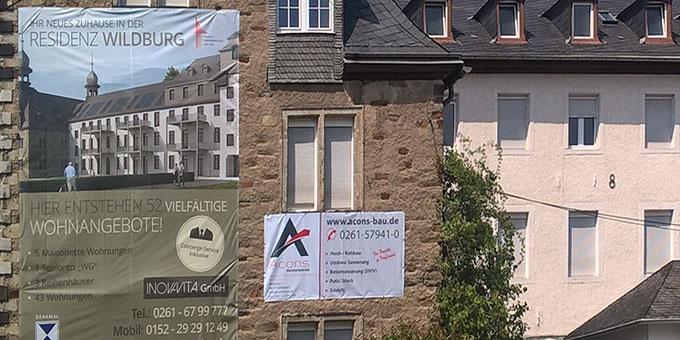 Mit großen Plakaten wirbt der Investor für sein Konzept (Foto: Brehm)
