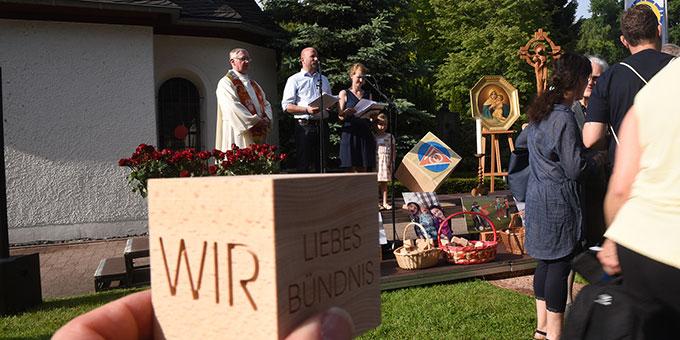 Jede Familie bekommt als Erinnerung einen Festival-Würfel mit nach Hause (Foto: Kröper)