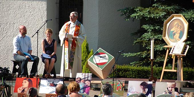 Pater Ludwig Güthlein, Leiter der Schönstatt-Bewegung Deutschland, bei der Predigt (Foto: Brehm)
