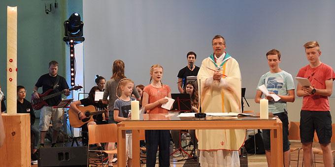 Jugendgottesdienst mit Weihbischof Dr. Michael Gerber (Foto: McClay)