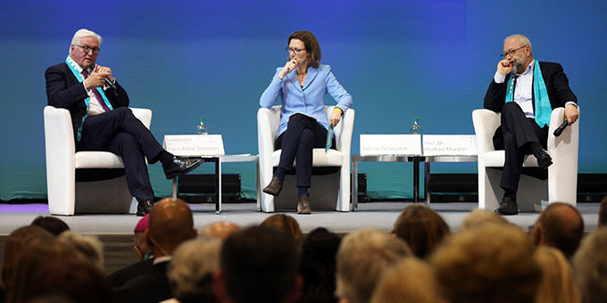 Bundespräsident Frank-Walter Steinmeier spricht beim Podium zum Thema Frieden durch internationale Kooperation (Foto: katholikentag.de Benedikt Plesker)