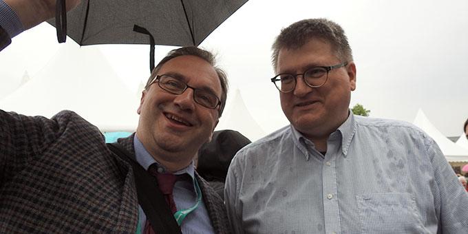 Prof. Dr. Joachim Söder (l) mit dem Orgaleiter des Schönstatt-Katholikentagsteams, Arno Hernadi (Foto: Sr. Marion McClay)