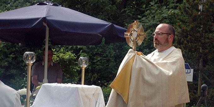 Eucharistischer Segen durch Pater Frank Riedel (Foto: adb)
