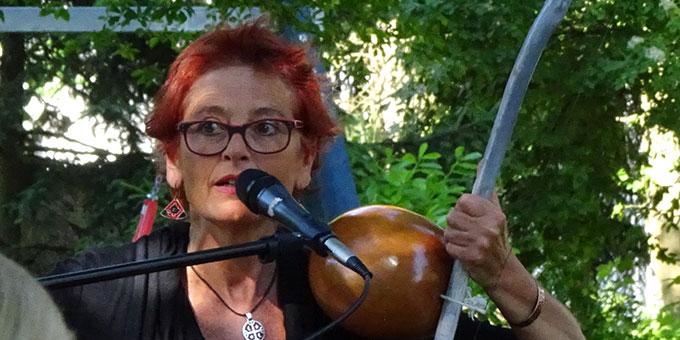 Eine temperamentvolle Musikerin fesselte ihre Zuhörer mit Schwung, Leidenschaft und Tiefe (Foto: A.M.Brück)