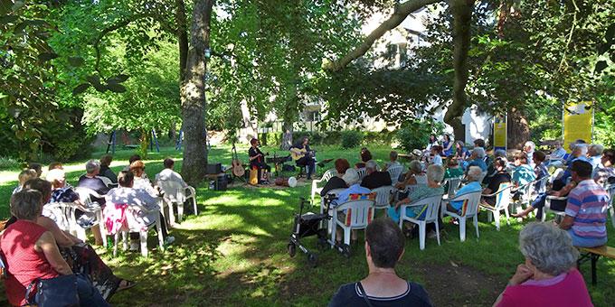 Weltmusikkonzert im Park des Schhönstatt-Zentrums in Trier  (Foto: AUTOR)
