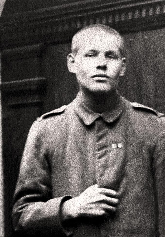 Josef Engling vor der Schönstatt-Kapelle, Juli 1918 (Foto: Archiv)