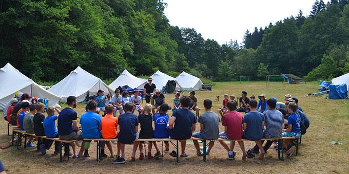 Lagerrunde zum Thema des Zentlagers (Foto: A. Paul)