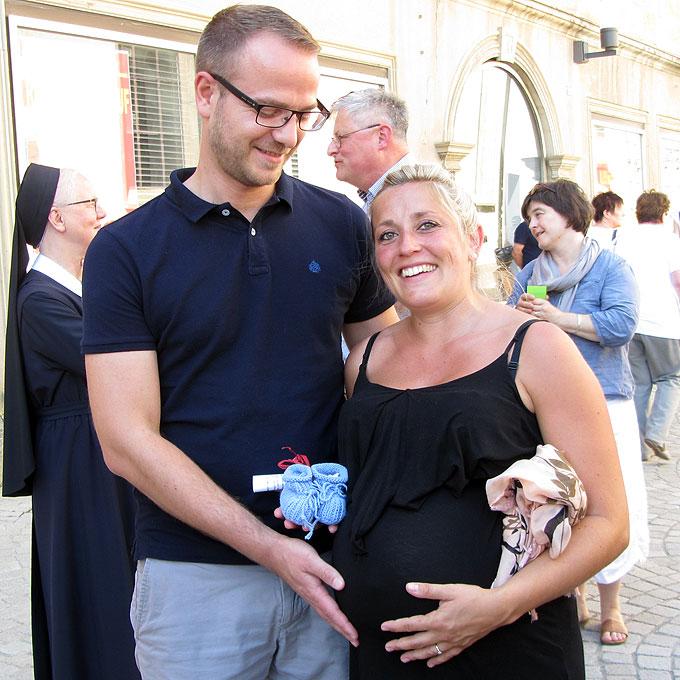 Glückliche Paare nach dem Einzelsegen (Foto: SAL)