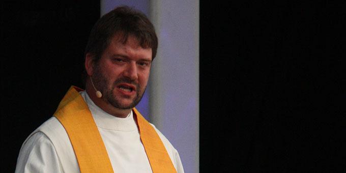 Pater Hans-Martin Samiez ermutigte die Jugendlichen in seiner Predigt, den Weg der Liebe zu gehen, auch wenn man dabei nichts weniger riskiere, als sich selbst (Foto: Carolin Poppe)
