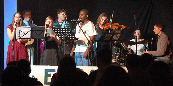 Die NdH-Band präsentiert den Motto-Song (Foto: Brehm)