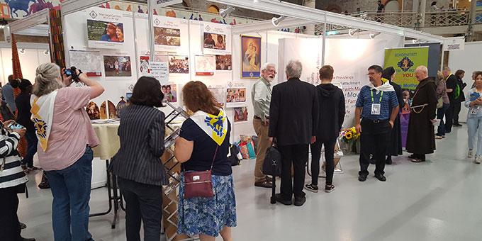 Infostand der Schönstattfamilienbewegung beim Weltframilientreffen in Dublin (Foto: Wieland)