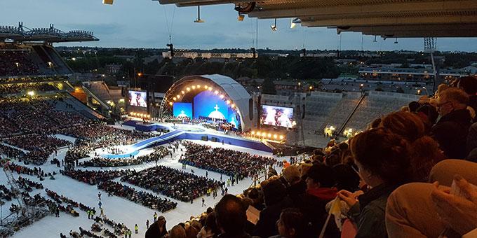 Familienfestival mit vielen Zeugnissen im Dubliner Croke Park Stadion (Foto: Wieland)