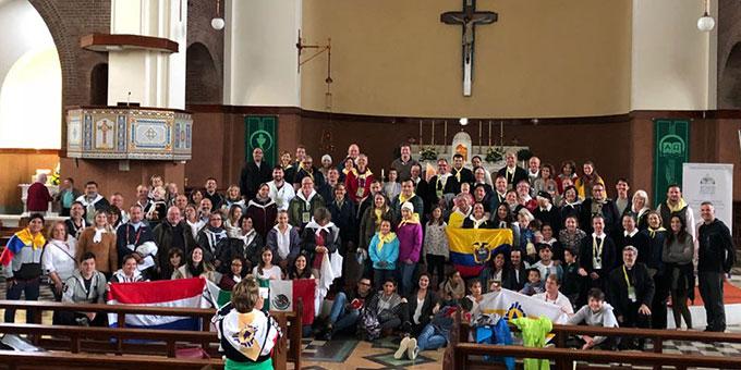 """Gruppenfoto mit einem Teil der beim """"World Meeting Of Families"""" anwesenden Teilnehmer aus der Schönstattfamilienbewegung in der St. Joseph´s Church  (Foto: privat)"""