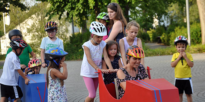 Zuschauer und Rennfahrer: Seifenkistenfahren (Foto: SrAl)