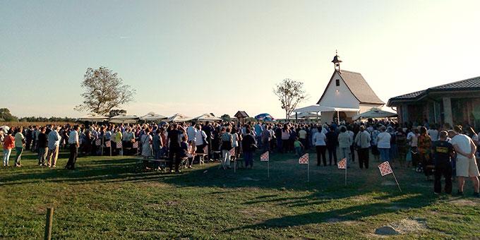Zur Einweihung sind viele Menschen gekommen (Foto: Tomislav Simosic)