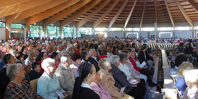 Die Pilgerkirche in Schönstatt war voll gefüllt ... (Foto: Brehm)
