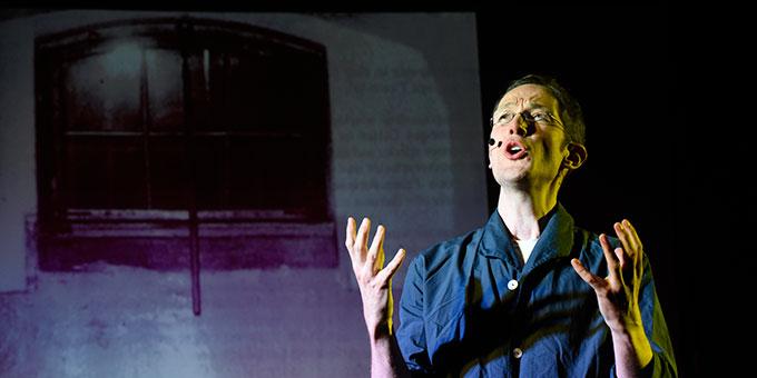 Franz Reinisch (Mathias Gall) in der Gefängniszelle (Foto: Klaus Kröper)