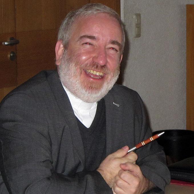Mittendrin: Pater Michael Czysch (Foto: AUTOR)