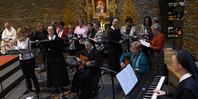Musikalische Gottesdienstgestaltung: Projektgruppe der Schönstattbewegung Frauen und Mütter (Foto: Kröper)